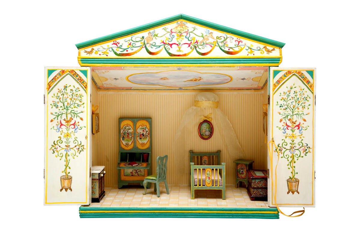 Doll's house Yellow interior