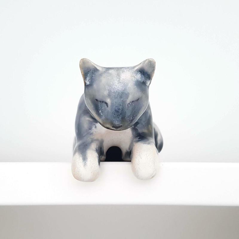 Shelf cat. Stoneware ceramic. £25