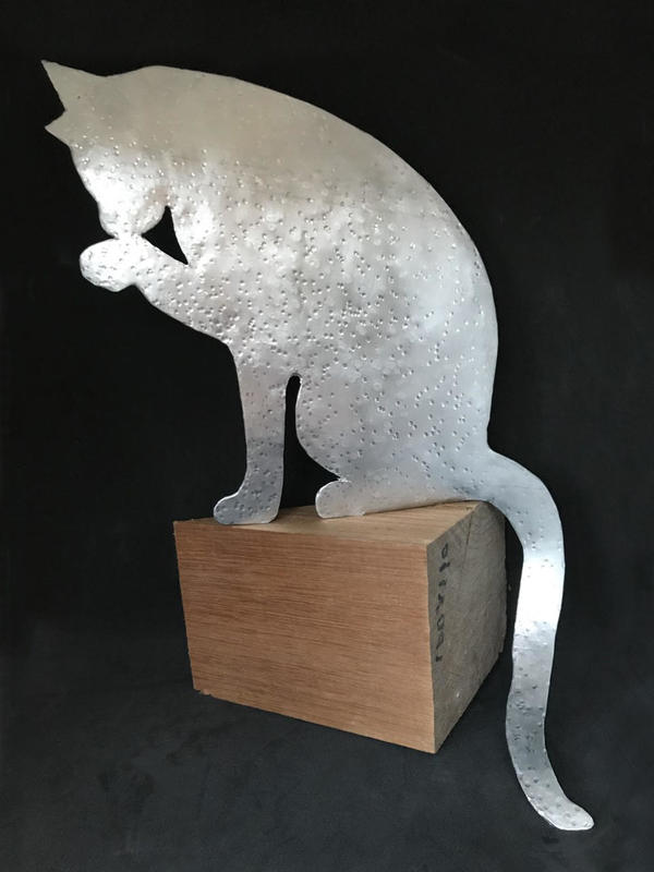 Sitting cat - aluminium - can live outside