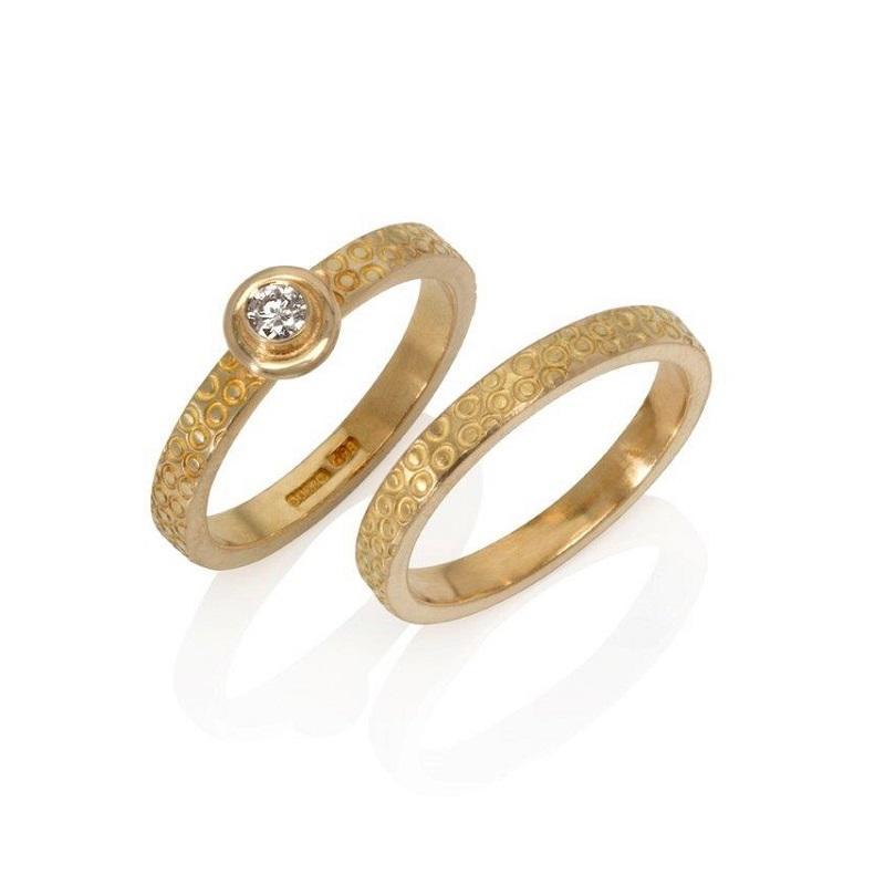 18ct gold & 18ct gold and diamond rings.