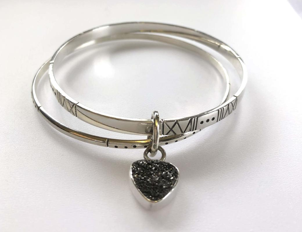Double bracelet of sterling silver with oxidised pattern and black druzy