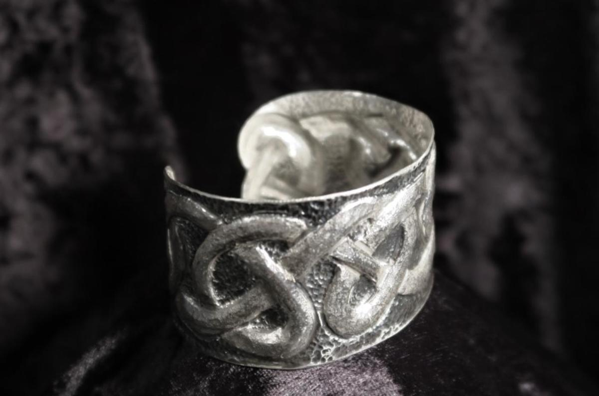 Sterling silver Celtic pattern ring - £200