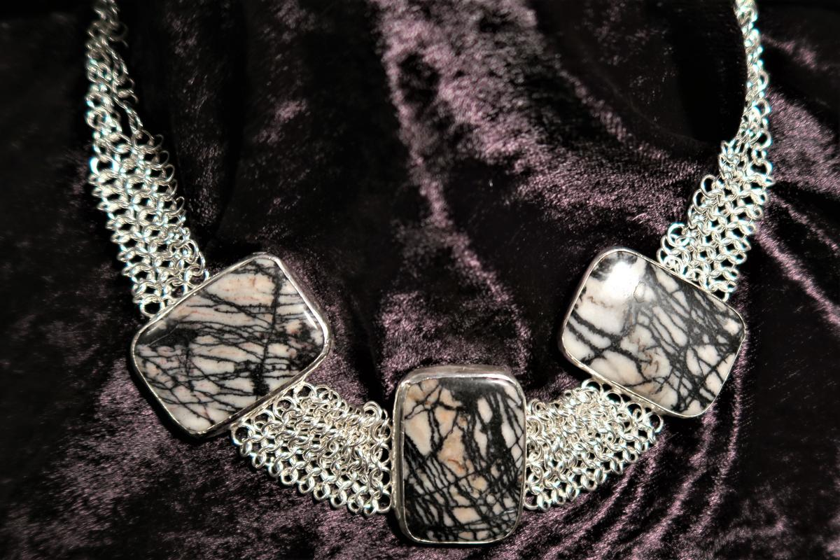Agate stones set in a chain mail collar - £300