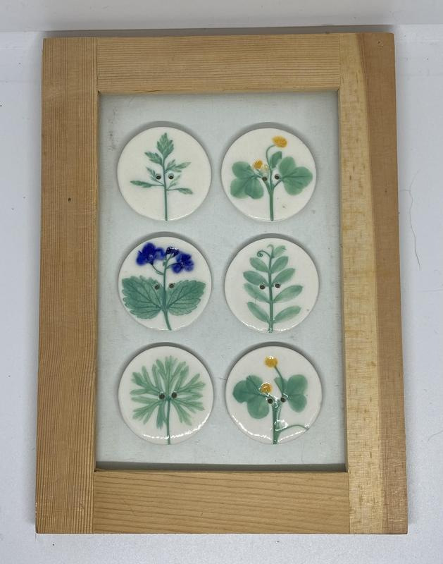 Who said buttons were just for clothes? How about in a frame?