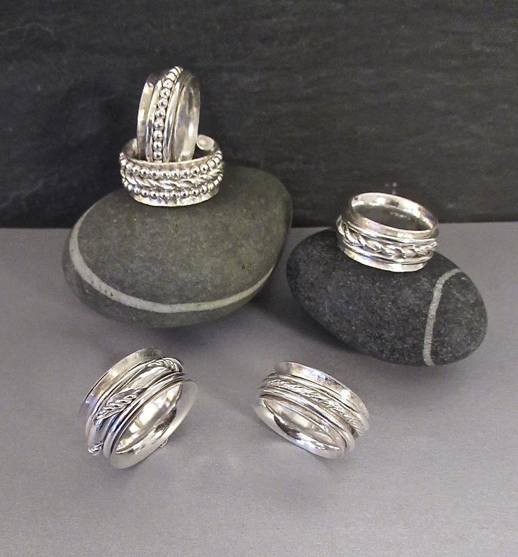 Rings: five silver rings with 'spinners'