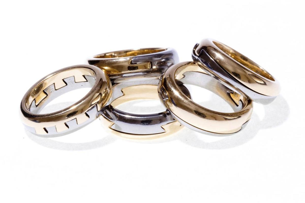 Each ring in white and yellow gold parts, symbol of friendship and love