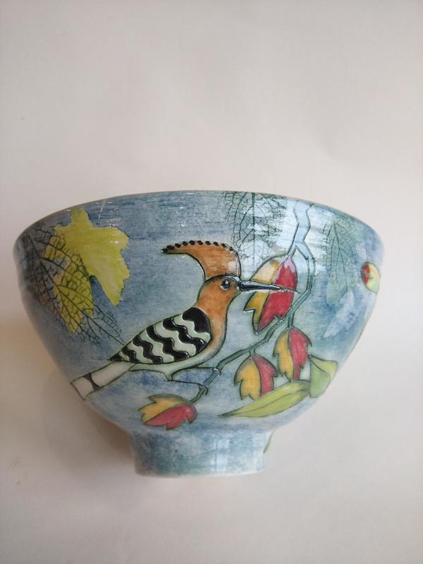 Thrown bowl with hoopoe