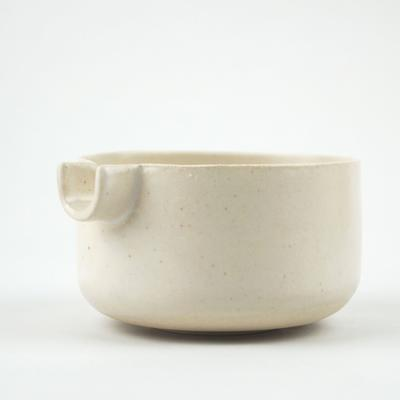 Pouring bowl in white stoneware