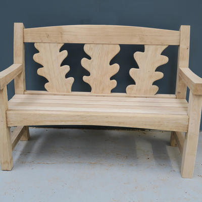 Oak Goosey bench with oak leaves
