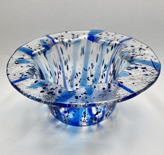 Glass drop bowl with wide lip. 20x30cm.